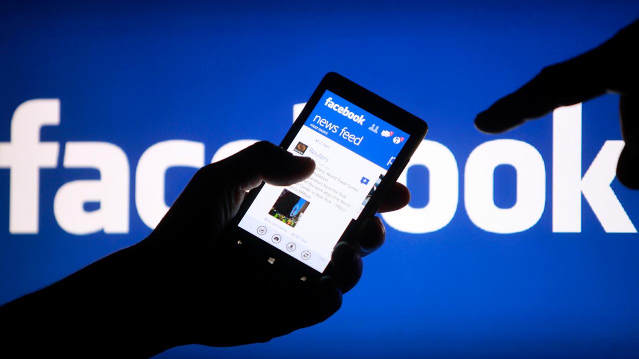 Facebook, réseaux sociaux – Ma vie à poil sur le net